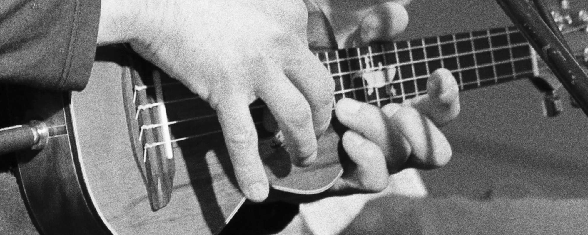 slide_ukuleles_02